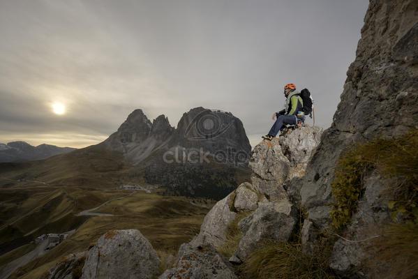 Alte vie ed escursioni in alto adige. : rifugi guide alpine 88.